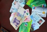 南京市民路边捡到钱包原地等半小时 民警接力寻找