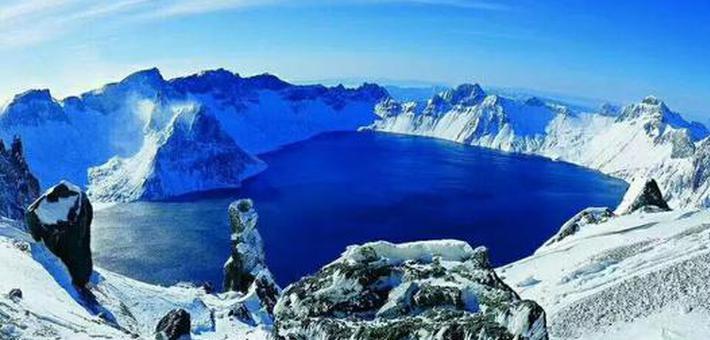 长白山天池开冰 难得一见的美景