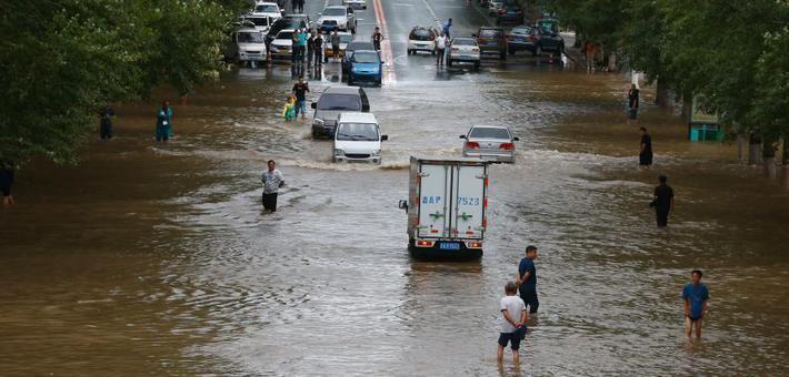 长春双阳河堤决口 近6000人转移安置