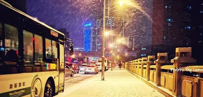 宁静的夜晚 雪花纷飞
