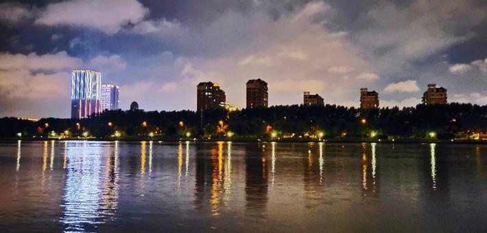 雨后伊通河岸夜景