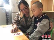 """""""星娃""""家长:用最大的耐心 陪伴孩子点滴进步"""