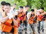 江西省军区20个师团单位主官坐镇一线指挥防汛救灾