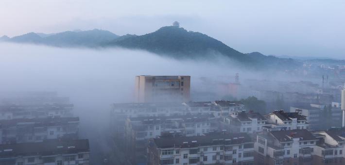 雨后玉山县突现平流雾奇观