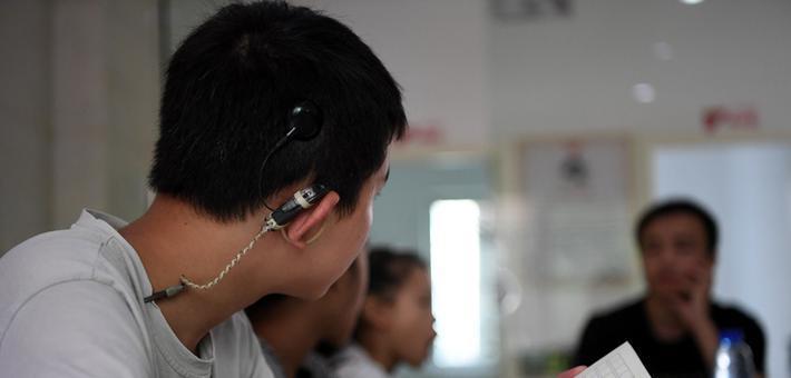 """听力障碍孩童""""星语心愿"""""""