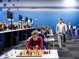 高清-维克安泽国象赛第3轮 棋王卡尔森表现轻松