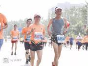 史上最年长官兔诞生!74岁老人领跑银川马拉松