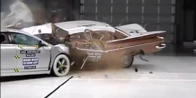 视频:1959款雪佛兰Bel Air vs. 2009款迈锐宝,碰撞测试对比