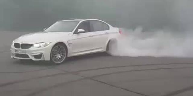 视频:宝马M3烧胎,最后那一下火花都出来了!