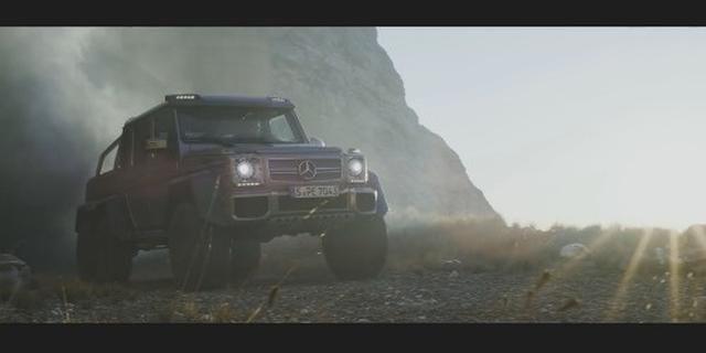 视频:奔驰 G 63 AMG 6x6_爬石头