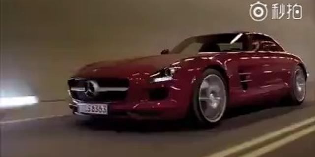 视频:奔驰挑战重力 ,舒马赫驾驶奔驰SLS 穿越隧道
