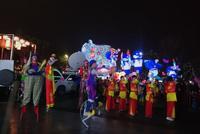 武汉新春灯会一天三登央视 军运会主题灯组吸引市民