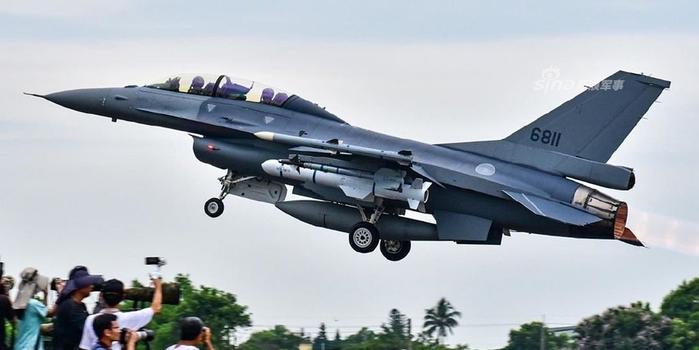 台湾幻想购F16V提升防空战力 美媒:这只是浪费时间