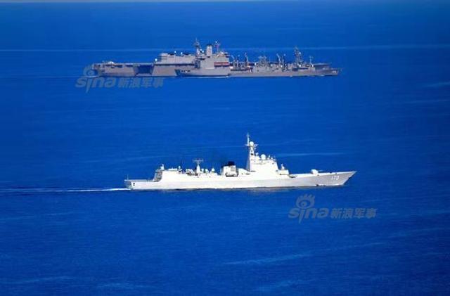 中国军舰在南海监视日本准航母