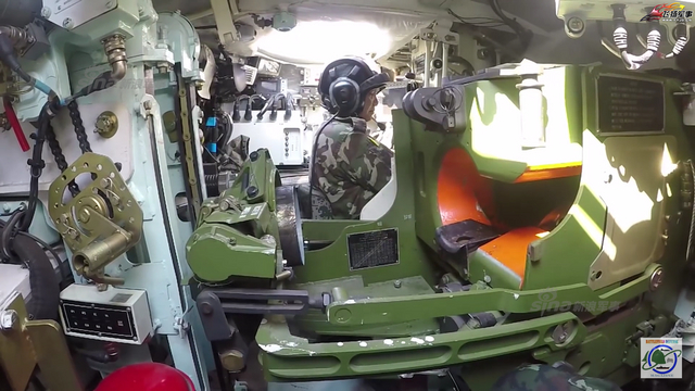 泰军秀中国造VT4坦克自动装弹