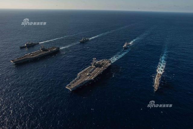 美国双航母编队演兵菲律宾海