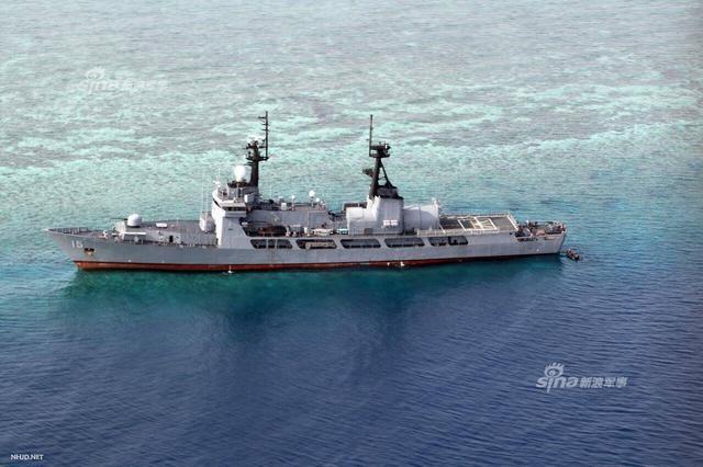 菲海军旗舰在中国半月礁搁浅