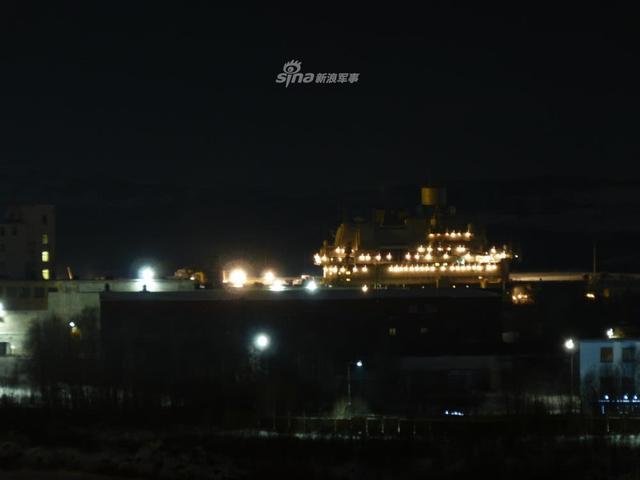 俄唯一航母大修中浮船坞沉没