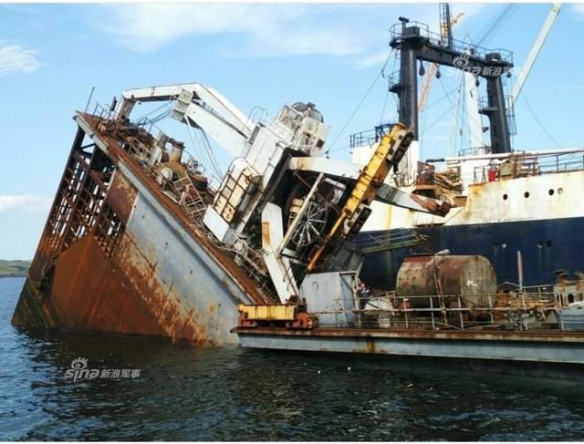 俄远东船厂浮船坞断成两截
