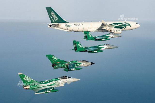 沙特国庆日战机身披