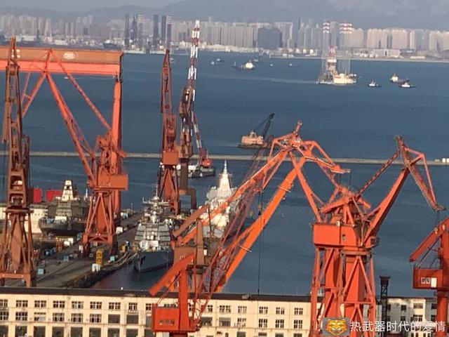 055大驱变化大:大连船厂8艘在建战舰塞满工位
