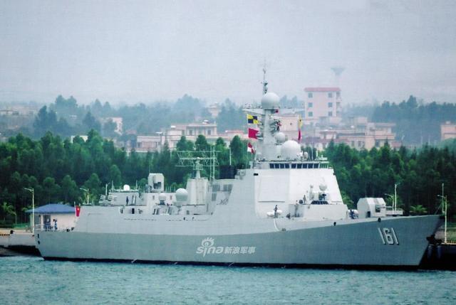 我军又一艘新052D驱逐舰亮相