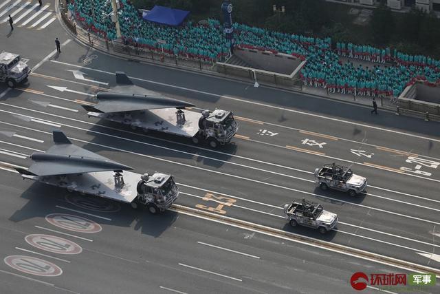 俯拍國慶閱兵重磅武器裝備