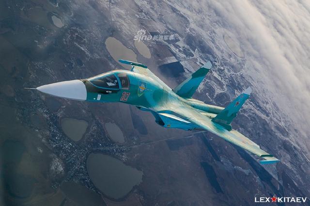 俄空军最新苏34首次空中加油