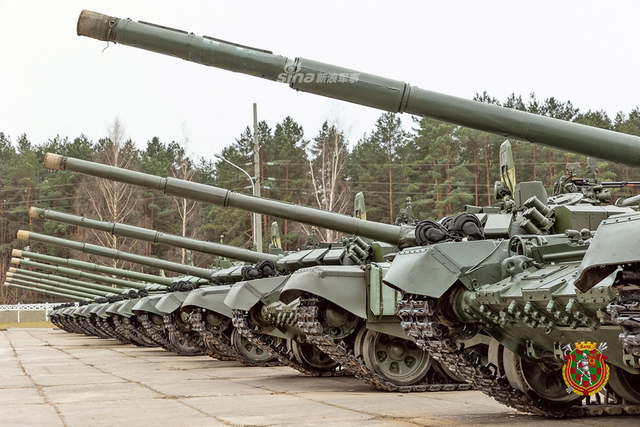 白俄陆军接受最新一批T72坦克