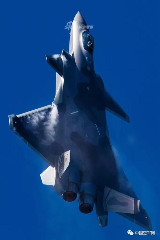 空军飞行员拍摄的航展歼20英姿
