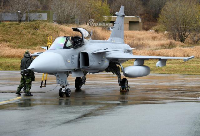 北约大军演瑞典出动鹰狮战机