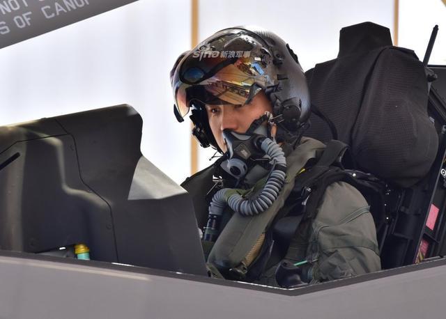 韩飞行员完成首次F35飞行训练