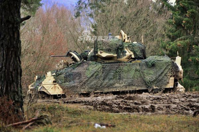 美陆军在德国车载防空导弹培训