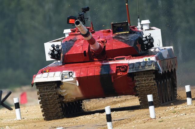 中国队赢得坦克两项小组第一