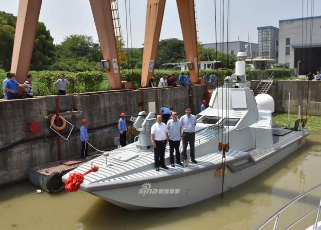 中船重工首艘多用途无人艇下水