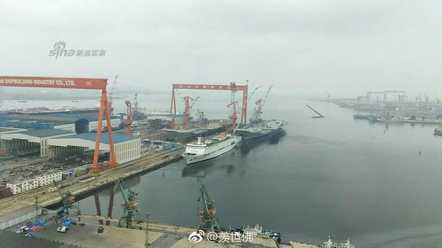 我军国产航母和辽宁舰做4S保养