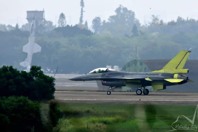 台军首架自行升级F16V战机曝光