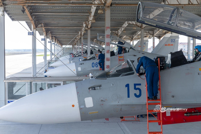 海航苏30战机东海上空实战练兵