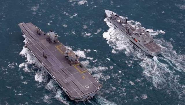 韩国造补给舰给英国航母送补给