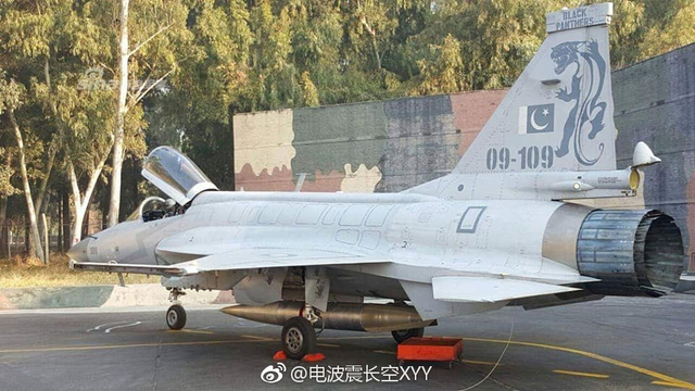 巴铁枭龙战机测试超音速副油箱