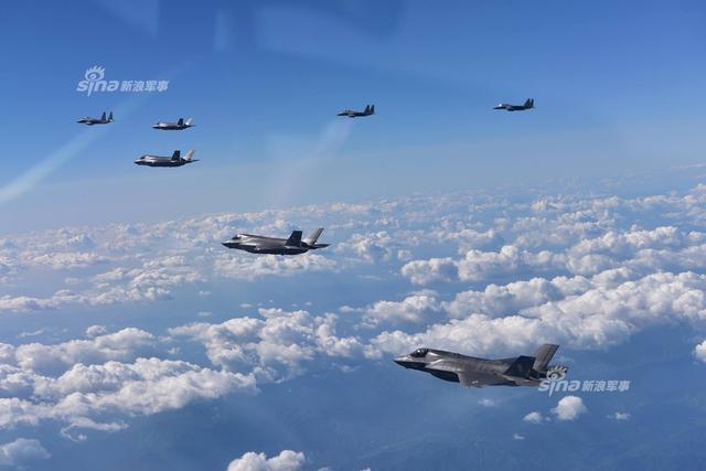 美军隐身战机同时飞临朝鲜半岛