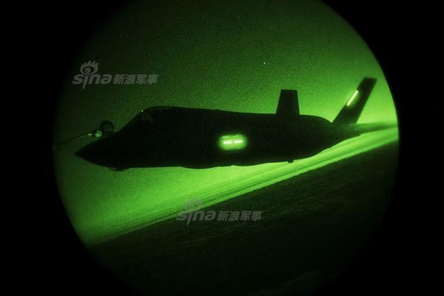 美军驻日F35B苦练夜间奔袭技能