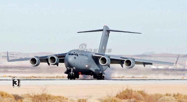 印军c17战略运输机突降中国藏南 运载18吨物资(图)