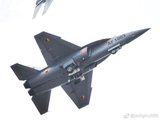 黑蜀黍大爱!正从低空掠过的赞比亚空军L15战机