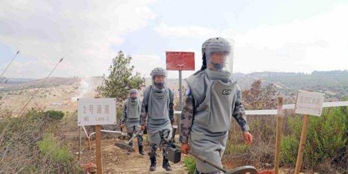 中国赴黎维和部队国庆坚守战位安全高效扫雷