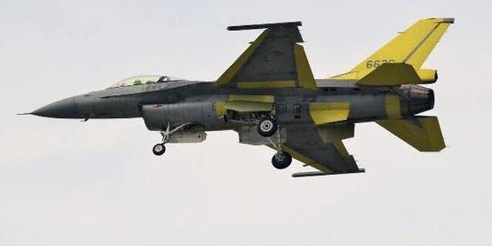 台军汉光演习进行5天4夜攻防对抗 F16V首次公路起降