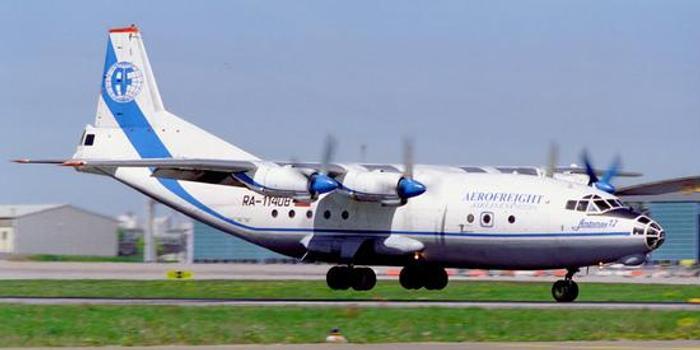 一架安-12运输机在乌克兰紧急迫降 已致4人死亡