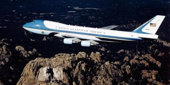 pc28蛋蛋_美国总统新座驾价格超过尼米兹级核航母 还是二手货