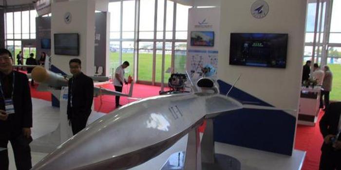 中国又一款隐身飞机现身:能模拟F35当歼20陪练(图)