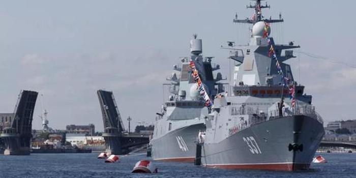 俄神盾舰参加俄海军节阅兵 与中国052C舰仍有差距